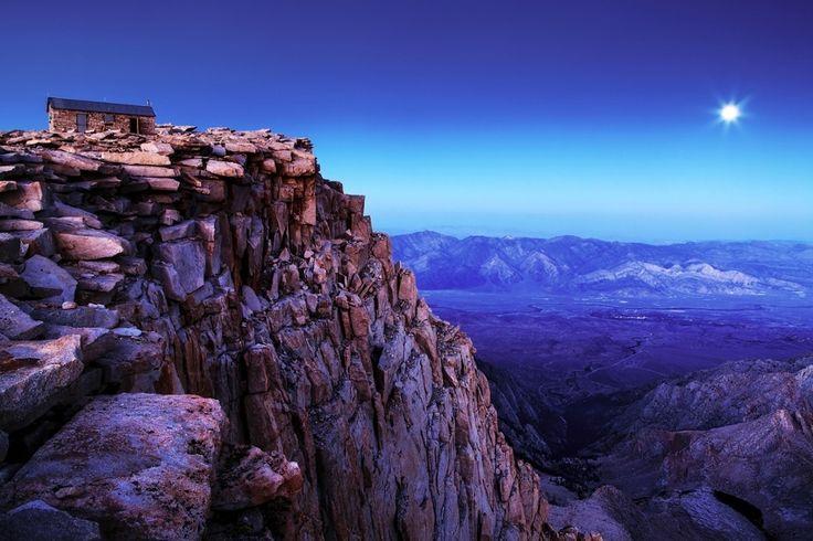 Гора Уитни, Калифорния. Снимок сделан на высоте 4421 метр — это самая высокая точка хребта Сьерра-Невада