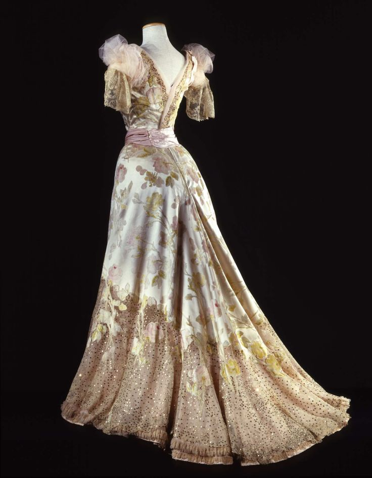 Worth ball gown ca. 1902