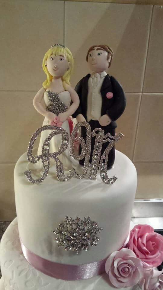 Fondant bride and groom topper