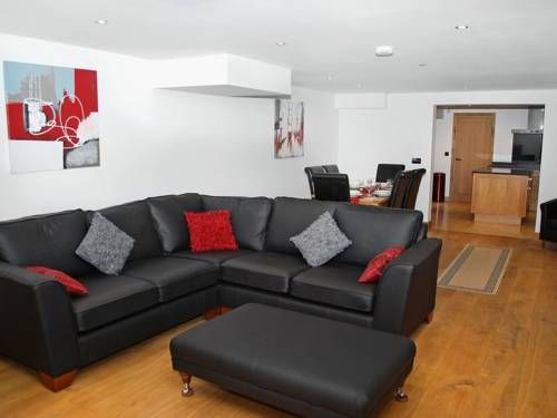 The Grange Holiday Cottage Foxt Located in Foxt, The Grange Holiday Cottage is a cottage featuring a barbecue. The property is 50 km from Sheffield and free private parking is featured.  A dishwasher and an oven can be found in the kitchen.