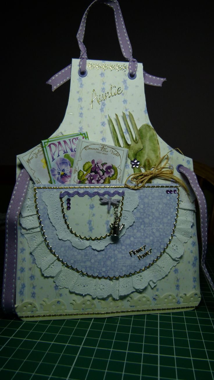 apron card using paper from joanna sheen from the heart of the garden cd