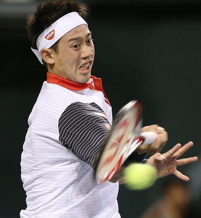 シングルス1回戦、フォアハンドでショットを放つ錦織圭=1日、東京・有明テニスの森公園 ▼1Oct2014時事通信|錦織、力の差見せる=緊張感振り切り、ストレート勝ち-楽天テニス http://www.jiji.com/jc/zc?k=201410/2014100100874
