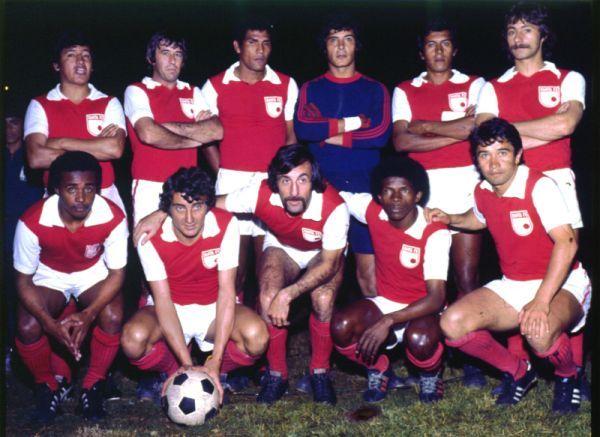http://soachailustrada.com/wp-content/uploads/2012/07/Santa-Fe-1975-campeon1.jpg