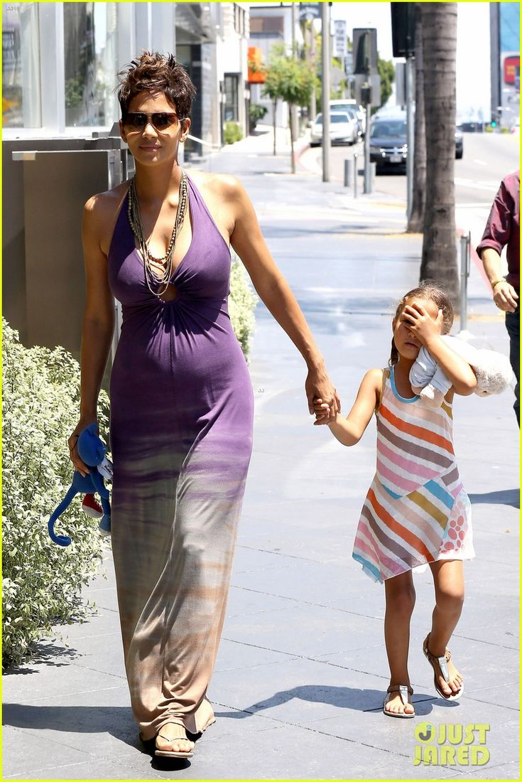Halle Berry: I Love Mothers Day! | Halle Berry i love mothers day 10 - Photo