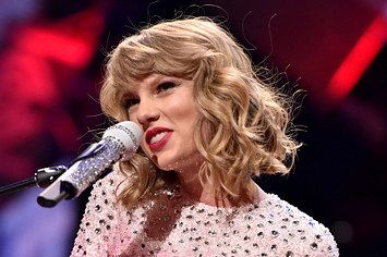 "8 Crucial Facts About Taylor Swift's New Album ""1989"""