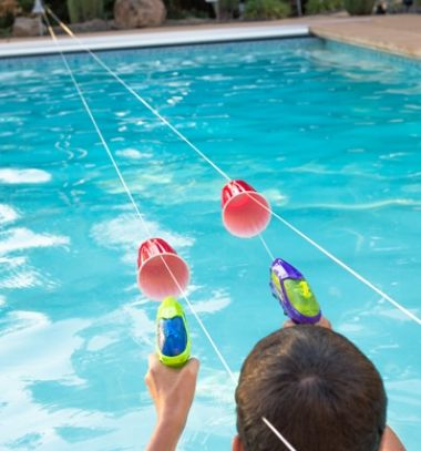 DIY Squirt gun water race - fun summer activity for kids // Gyorsasági verseny vízipisztollyal műanyag poharakból // Mindy - craft tutorial collection