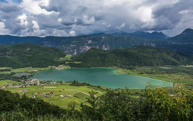Lago di Caldaro - Kalterer See Panorama sul lago di Caldaro dalla località di Castelvecchio. Trentino Alto Adige