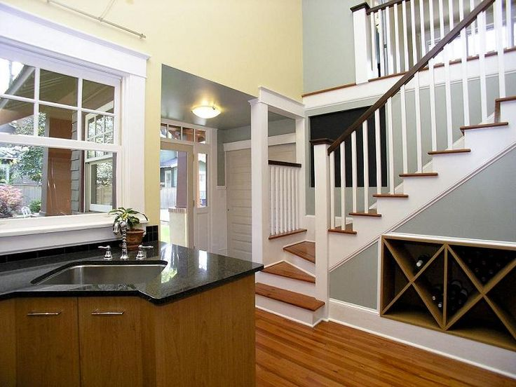 Nicely laid out entry way for a craftsman house