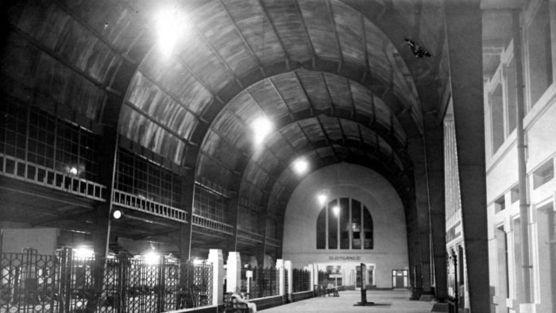 Stasiun Beos merupakan karya besar arsitek Belanda Frans Johan Louwrens Ghijsels kelahiran Tulungagung 8 September 1882, lelaki yang menama...