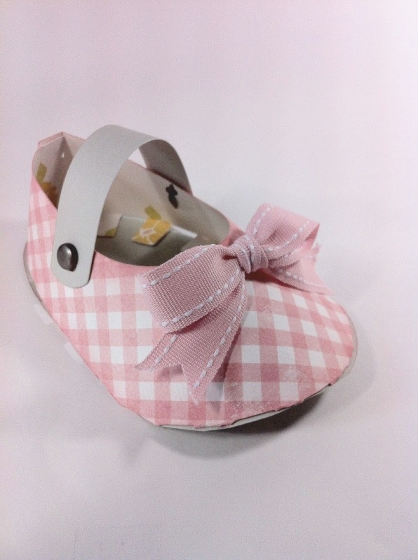 Courtney Lane Designs: Baby shoe made using the Cricut Artiste cartridge!