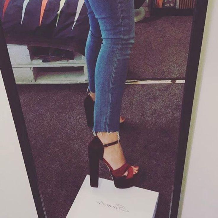 Keep your heels, head and standards high! (via: @sofia.tito__) #SanteGirls #SanteSALE SHOP #SALE in stores & online (SKU-94401): www.santeshoes.com