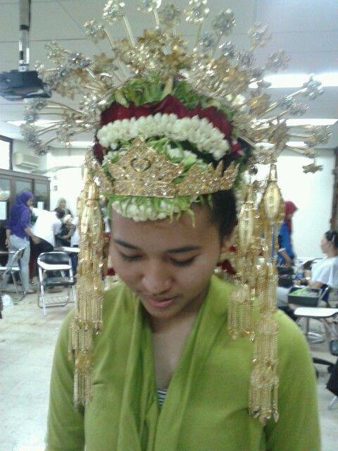 Aksesoris dan Rangkaian Bunga Pengantin Aceh