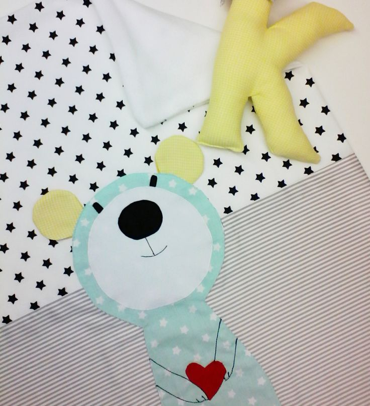 Handcrafted Baby quilt, blanket,  newborn, nursery decor <p>Χειροποιητα Βρεφικα Παιδικα ειδη. Χειροποίητο βρεφικο παιδικο Κουβερτάκι αγκαλιας με απλικε σχεδιο . Ιδανικο για νεογέννητο μωρο. Υφασμα προσοψης 100% βαμβακι, εσωτερικα επενδεδυμενο με fleece.Υπαρχει η δυνατότητα να σας φτιαξουμε το ιδιο σχεδιο σε πάπλωμα, κουβερλι ή ακόμα και σε κουρτίνα. </p>