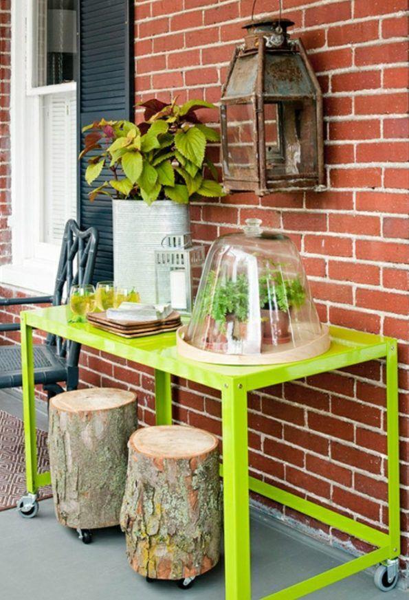 50-Ideen-für-DIY-Gartendeko-und-kreative-Gartengestaltung_diy gartentisch und gartenhocker auf rollen