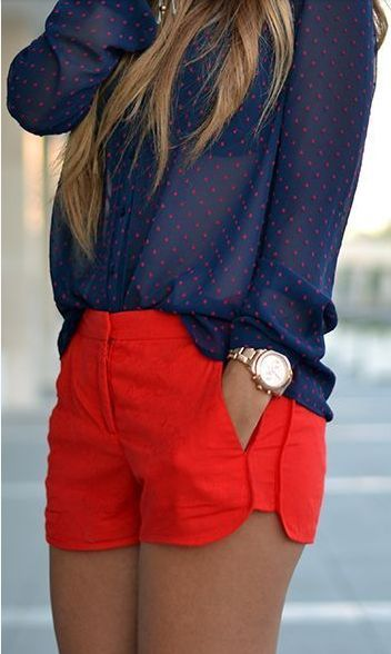 Eu adoro o estilo navy. Short vermelho + camisa azul de bolinhas - Love the shorts...the length's appropriate and classy. I also like the rest of the outfit.