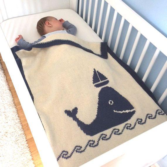 Whale & Boat blanket, Couverture Baleine et bateau, couverture bébé, baby blanket knit, crib bedding, bassinet blanket, cadeau de naissance de la boutique LePavillonCreatif sur Etsy