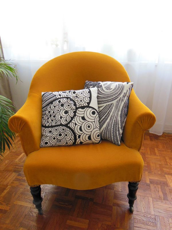 """""""Crapaud"""" chair, fantastic color choice !"""