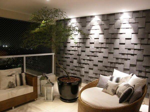 Revestimento para parede  ABK Relevo. Trata-se de um revestimento feito de uma mistura de fibra de vidro, asfalto e basalto que combinados resultam em um material durável e com textura super natural.