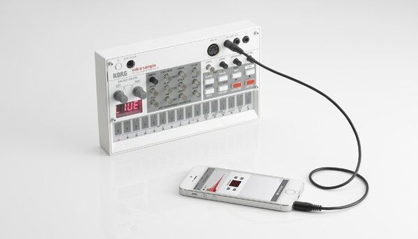 volca sampleは、最大100個のサンプル・サウンドをリアルタイムにエディットしながらシーケンスを組んでいくことで、強力なライブ・パフォーマンスができるサンプル・シーケンサー。ヒップホップやハウスなどのダンス・ミュージックを、volca sample 1台で作り出すことができます。専用iOSアプリでサンプル音源を取り込むことも可能。ボーカル、スポークンワード、環境音、グリッチなど、初頭のサンプラーが呼び起こした、音だったら何でも扱える興奮を再びvolcaというフォーマットで。