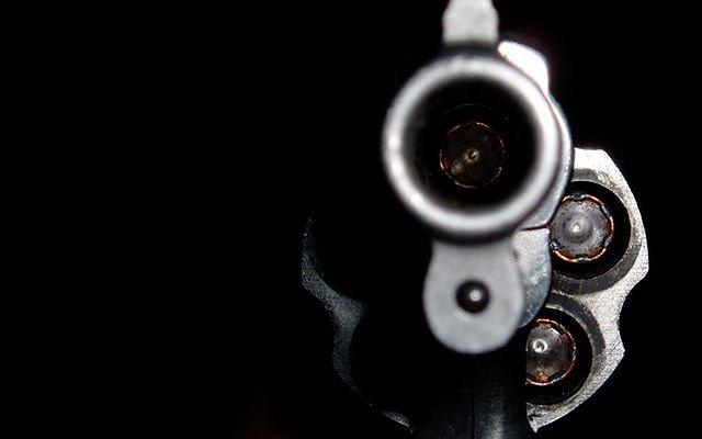 #News  Polícia procura por homem suspeito de atirar na mulher, em Buritizeiro