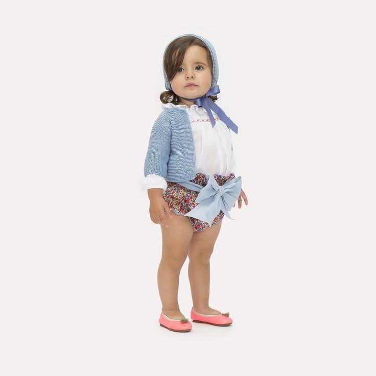 Casilda y Jimena | Look liberty con culotte rojo klein