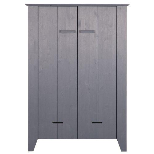 Een stoere kast in de kleur grijs met robuuste vormen. De kast is vervaardigd uit massief hout en perfect te combineren in een modern interi... 299 EURO L 100 x B 38 x H 142