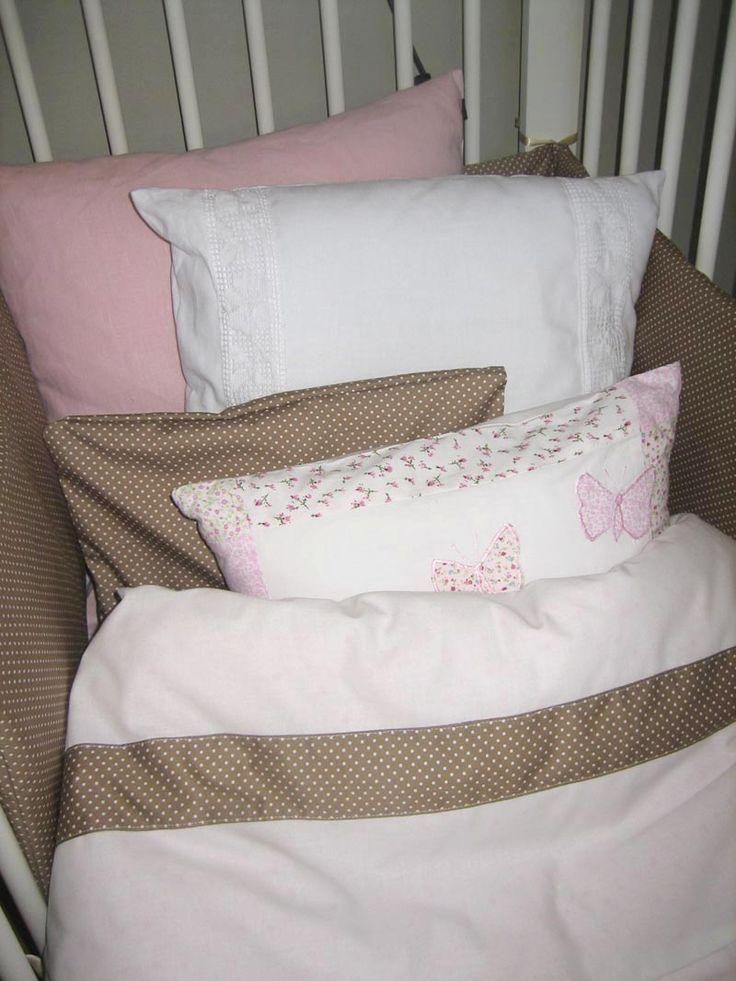 Vauvan sänky #vauvanhuone #babyroom #baby #romanttinen #hempeä #maalaisromanttinen