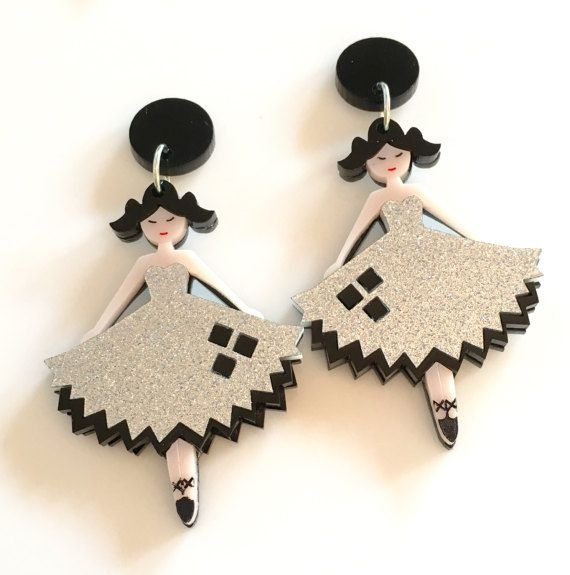 Gorgeous acrylic earrings inspired by Harley Quinn and made in collaboration with @trishkitty Earring posts are hypoallergenic Size 7.5 x 4.5 cm