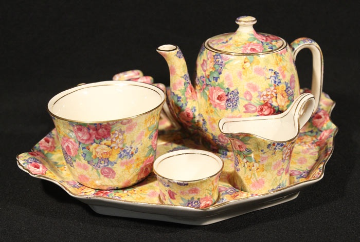 <3<3<3...I have a large collection of this chintz china Royal Winton Welbeck pattern