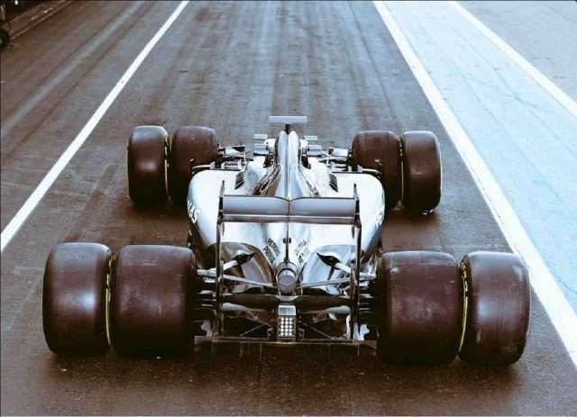 Pirelli y algunos miembros importantes del paddock, como Niki Lauda, habían expresado sus dudas para mantener la pretemporada en el circuito de Barcelona-Catalunya, pero finalmente han acordado mantener las dos sesiones de 2017 en el trazado catalán, según ha adelantado Motorsport. Las fechas elegidas, según Motorsport, son del 27 de febrero al 2 de marzo y del 7 al 10 del mismo mes...