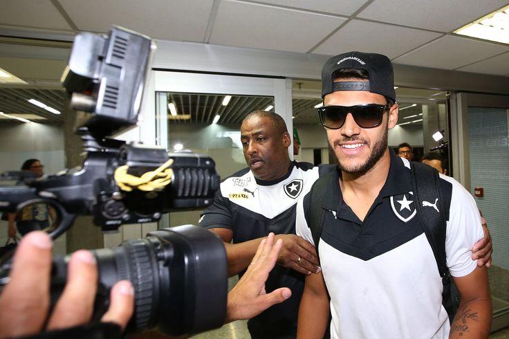 Botafogo e Ronaldo chegam a acordo, e atacante deve renovar por um ano #globoesporte