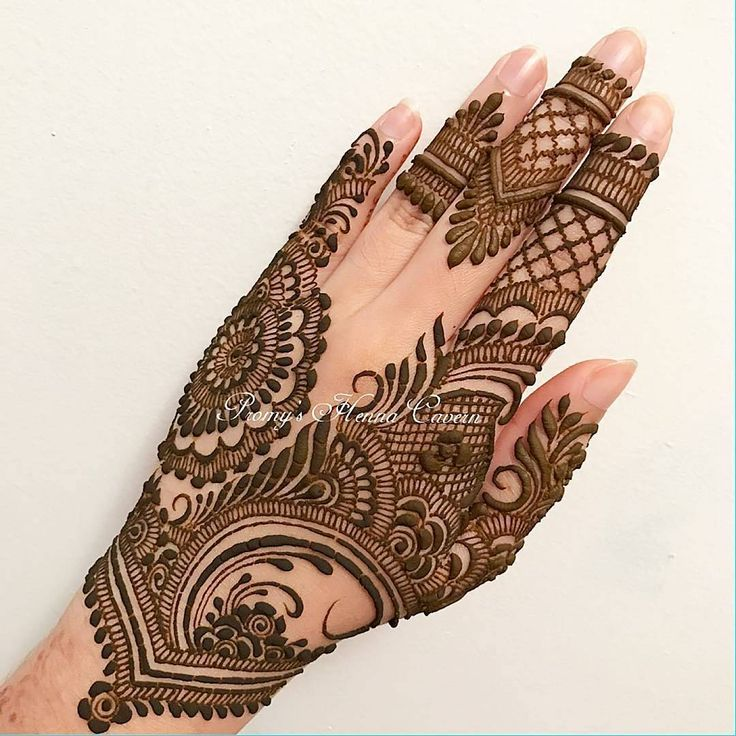 "3,752 Likes, 5 Comments - ✨ Daily Henna Inspiration ✨ (@hennainspo_) on Instagram: ""so pretty!! // by @promyshennacavern . . #henna #mehndi #whitehenna #wakeupandmakeup #zentangle…"""