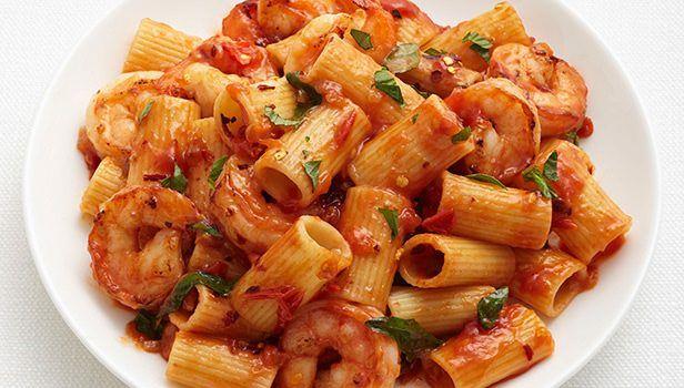 Ριγκατόνι με πικάντικες γαρίδες