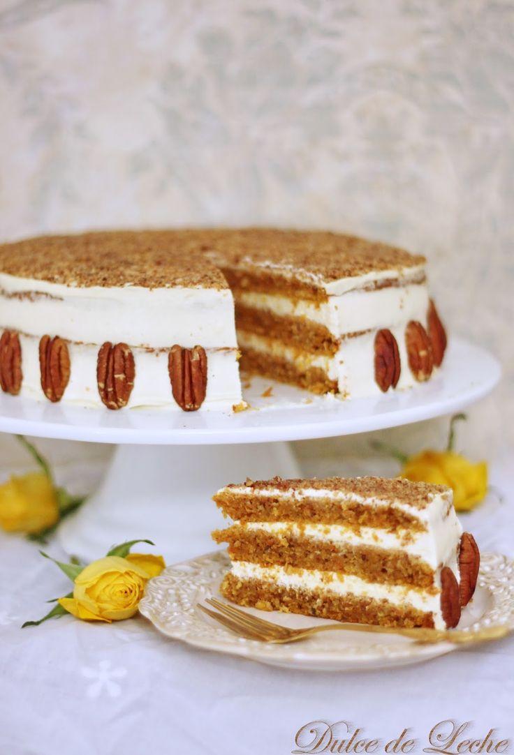Čo dobrého vonia na Vašich nedeľných stoloch ? U nás to je táto extra šťavnatá, mrkvová tortička , ktorá patrí medzi najobľúbenejšie ko...