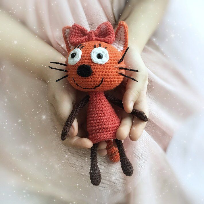Карамелька #3кота #трикота #crochetlove #crochet #croché #amigurumi #amigurumitoy #амигуруми #процесс #кот #котик #котики #двакотаиоднакошечка #компот #коржик #карамелька #коткомпот #амигуруминазаказ