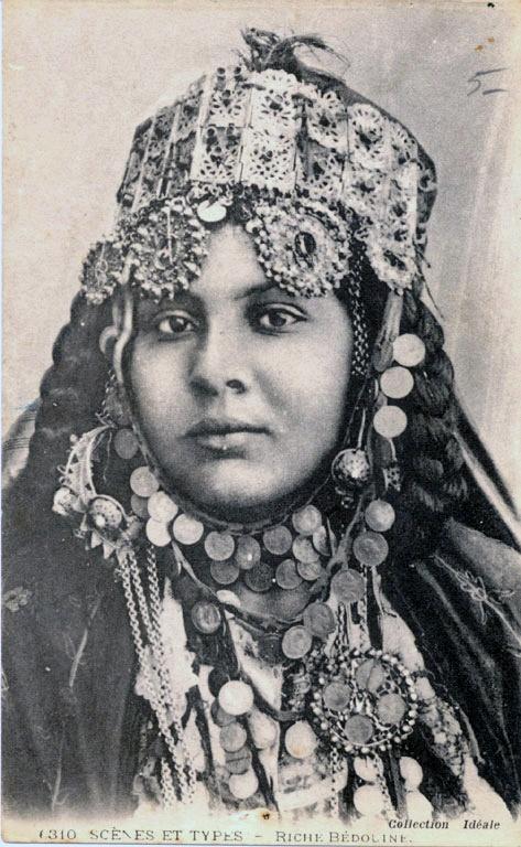 Africa | Rich Bedouin woman. Algeria | ©Collection Idéale P.S. | ca. 1905 | Scanned old postcard image