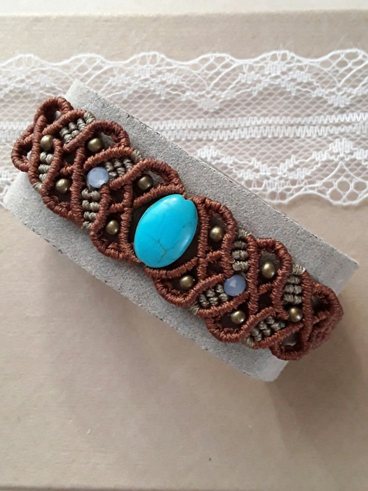 Macrame bracelet. Easy wrapping !