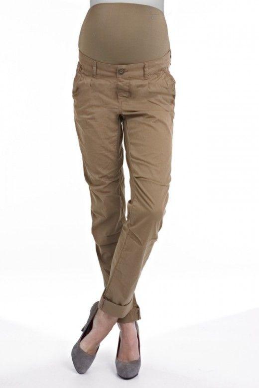 Bavlnené tehotenské nohavice v strihu Chino pôsobia ležérne, pričom ponúkajú nosenie na množstvo spôsobov. Počas tehotenstva sa nohavice plne prispôsobia rastu vášho bruška aj vďaka strečovému pásu. Určite ich po pôrode hneď neodkladajte. Takéto komfortné nohavice sa výborne osvedčia hlavne pri činnosti zvanej kočíkovanie!