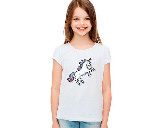 Camiseta infantil personalizada de poliéster. Unicornio!