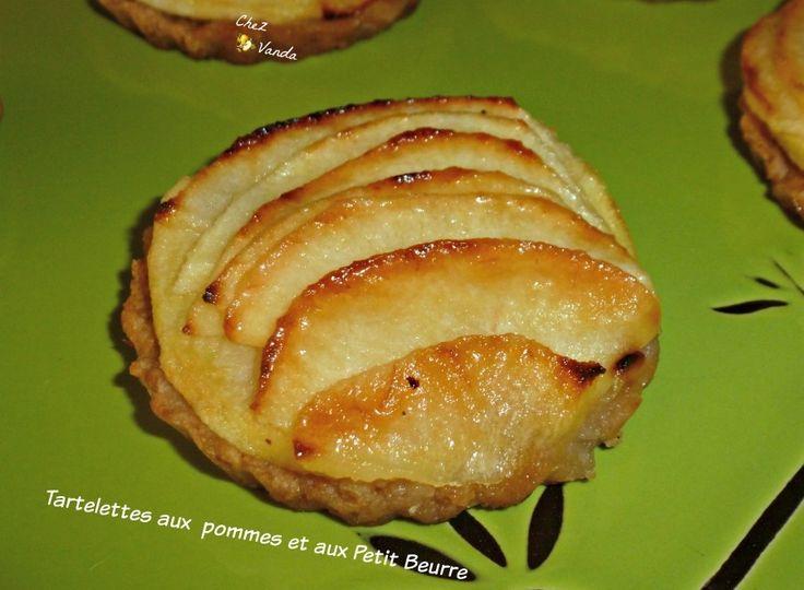 Quelques Petit Beurre , 2 pommes et quelques minutes de préparation Version familiale ou version individuelle , c'est toujours un REGAL !!!!!! Recette extraite du livre WW* Plaisir au quotidien de 2014 * . Tartelettes  aux  pommes et aux Petit Beurre...