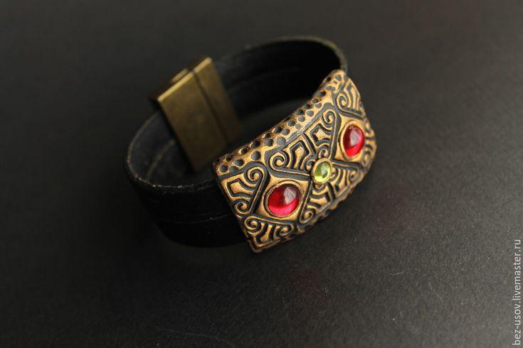 """Купить Кожаный Браслет """"Красное стекло"""" - разноцветный, черный фон, браслет, кожаный браслет, стеклянные"""