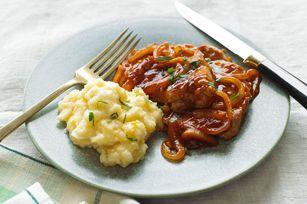 Porc barbecue et pommes de terre au fromage