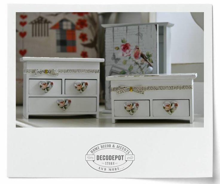 Cutiuţe de depozitat bijuterii. Mici şi adorabile. Diferite teme. Jewelry. Mini-cabinet. Small. Adorable. Pink. Flowery theme. Different themes. Cute. DecoDepot. Brasov. Decoration. Gift.