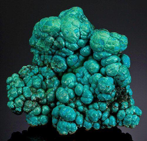 Хризоколла. Конго (Cu,Al)2H2Si2O5(OH)4 * nH2O