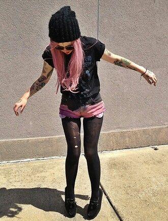 Pink hair + beanie + tights + shorts = cute!