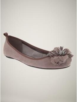 So girly and cute. $49.50 #flats