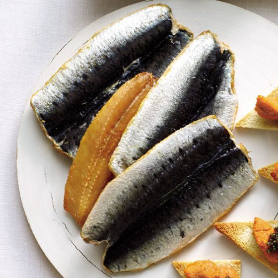Smoked Sardines. Forget everything you ever thought about sardines, and get ready for a true taste triumph! Caught in the northeastern Atlantic, subtly salted and smoked over beech wood, these meaty filets have a light, delicate, melt-in-the-mouth flavor. Serve with a crisp white wine, a fresh green salad and crusty bread for a luscious lunch! 3.5 oz.