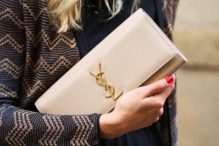 Celebrity Louis Vuitton Clutch Nude Pictures