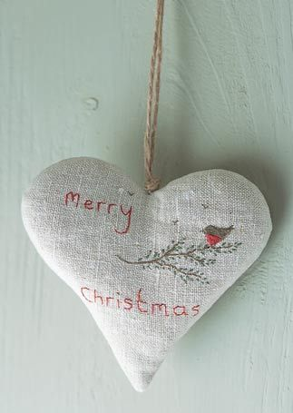 Beautiful embroidered Christmas heart inspiration