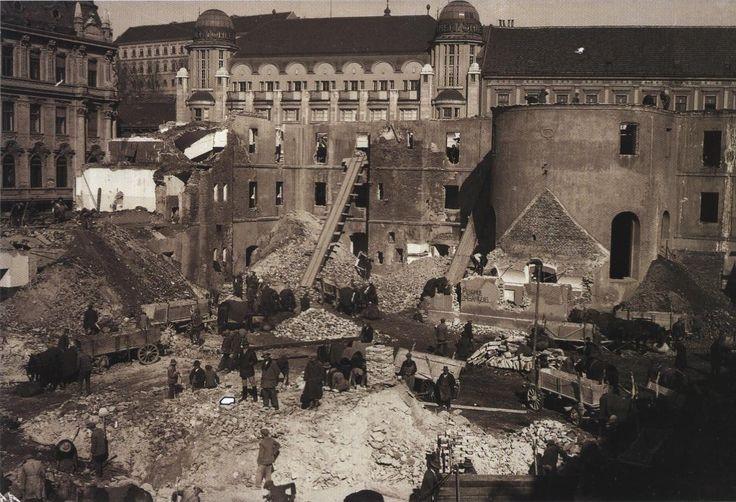 Rusenje Zakladne Bolnice U Zagrebu 1931 Snimio Vladimir Horvat Izvor Sanja Grkovic Fotografija U Sluzbi Kulturne Bastine Mini In 2020 Landmarks Travel Building